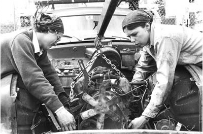 car-repair-women-3