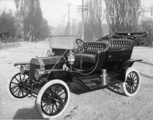 A Model T Ford from 1910: an antique or veteran car.
