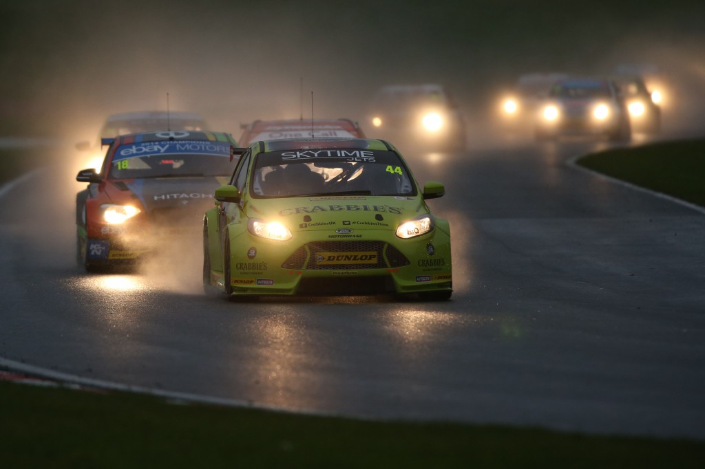 Race 3 became the first unofficial night race in over 10 years! Image Credit: BTCC.net