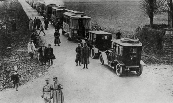 Renault taxis take French troops to Marne.