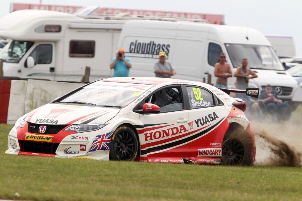 A weekend to be forgotten for Honda Yuasa Racing... Photo Credit: BTCC.net