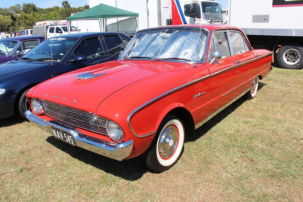 1961_Ford_XK_Falcon_Deluxe_Sedan_(16399772508)