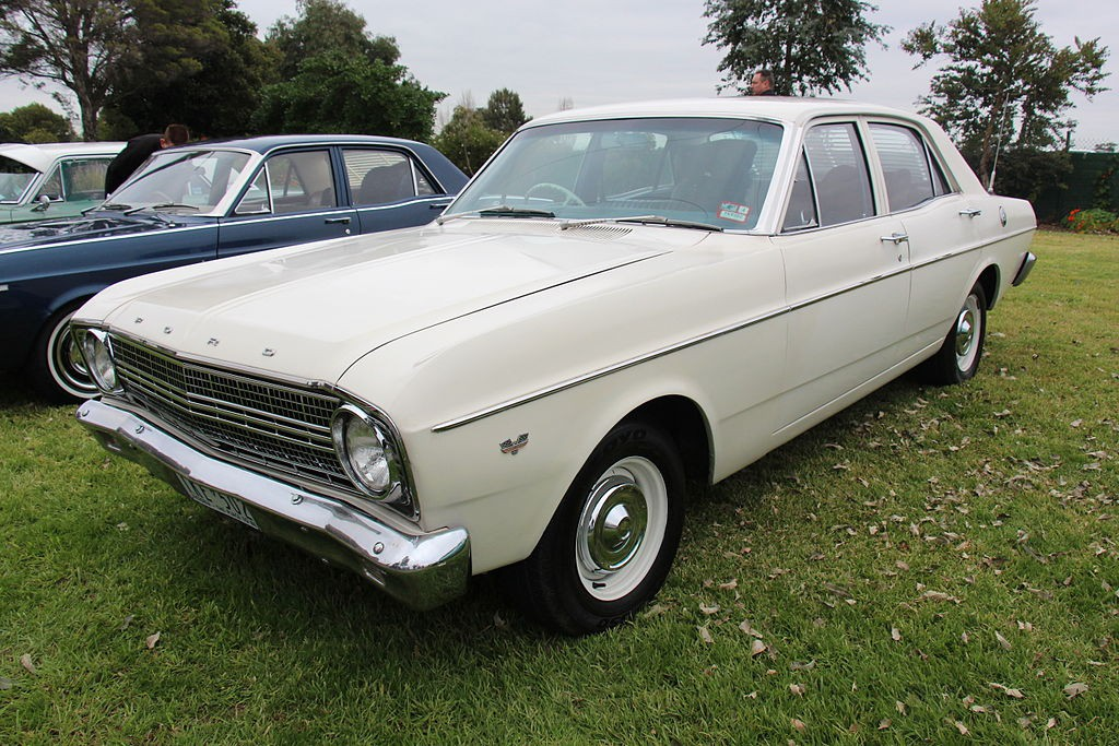 1966_Ford_Falcon_(XR)_sedan_(18634088514)