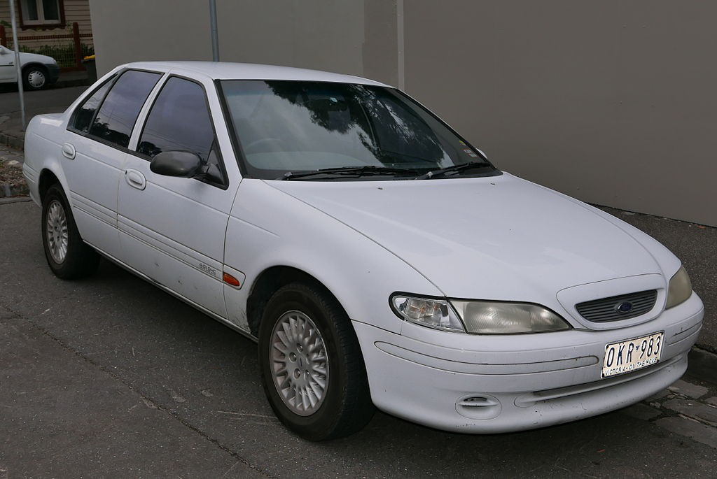 1995_Ford_Fairmont_(EF)_sedan_(2015-06-18)_01