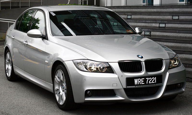 [Image: BMW_320i_Sports_1_Large.jpg]