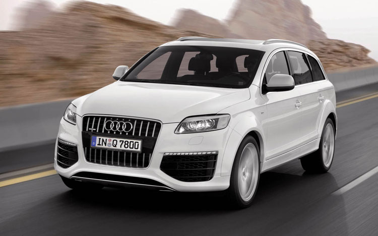 The Audi Q7 V12 TTDI has torque levels that are seldom found outside tractors... but it looks much better than a tractor!