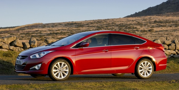There are three versions of the Hyundai i40 Sedan: the base model being the Active, the middle version being the Elite and the flagship is the Premium model.