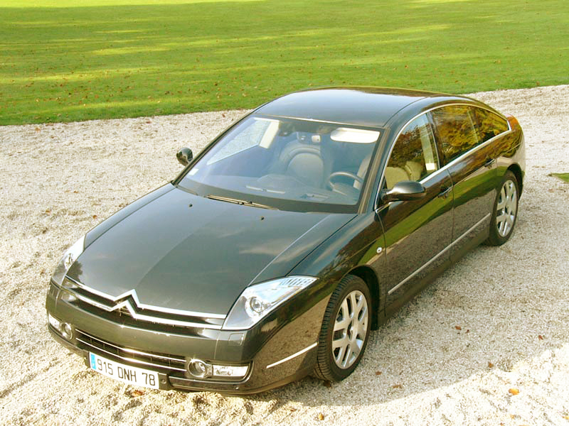 Whatever angle you view it from, the Citroen C6 looks classy.