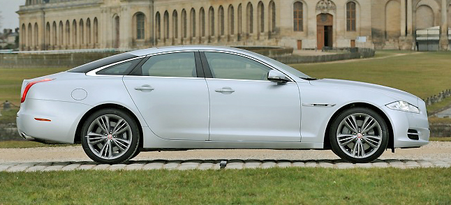 Superlatives run out for the superb looking and athletic new Jaguar XJ.