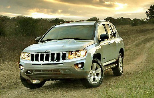Ditching the round lights for some sleeker lights matches the Jeep Compass with its bigger sibling: the Cherokee.