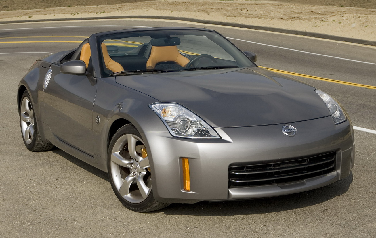 A convertible that looks as good as this Nissan 350Z Roadster just begs to be driven.