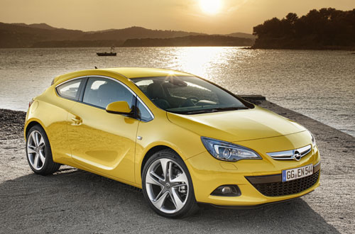 Being a 3-dr hatch, the Opel GTC looks compact but actually it is roomier inside that you may first deduce.