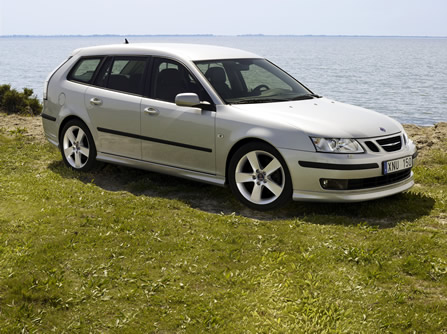 The performance of the Saab 93 SportCombi is such that other drivers won't see if the kids in the back seat are poking out their tongues or not.