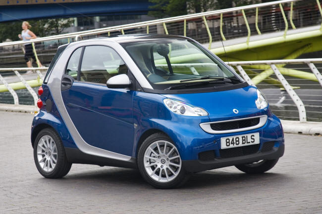 The Smart FourTwo MHD is a small city nipper that's extremely frugal on the fuel - because it's a hybrid.
