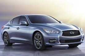 The Infiniti Q70 hybrid looks smooth.