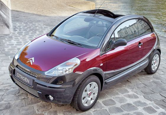 The little Citroën C3 Pluriel looks very cute!