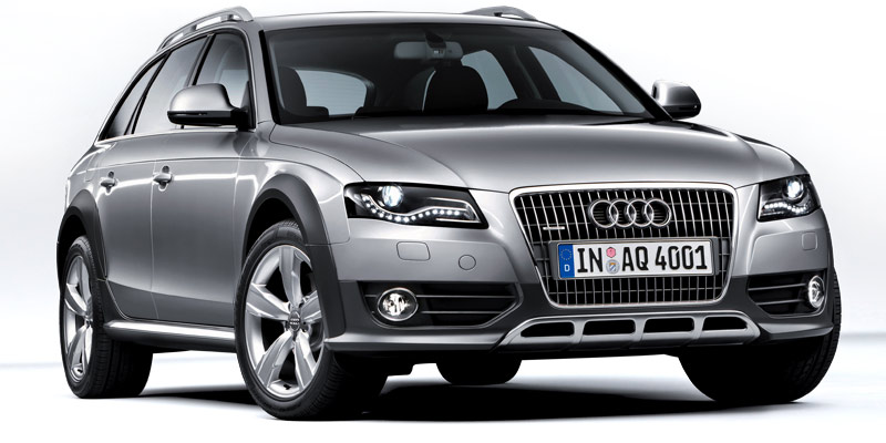 As soon as I set eyes on the new Audi A4 Allroad Quattro I could straightaway acknowledge the car's attractive blend of sport and elegance in its design. So very distinctively Audi, the huge, iconic chrome striped grille is a sure giveaway of this crossover's lineage.