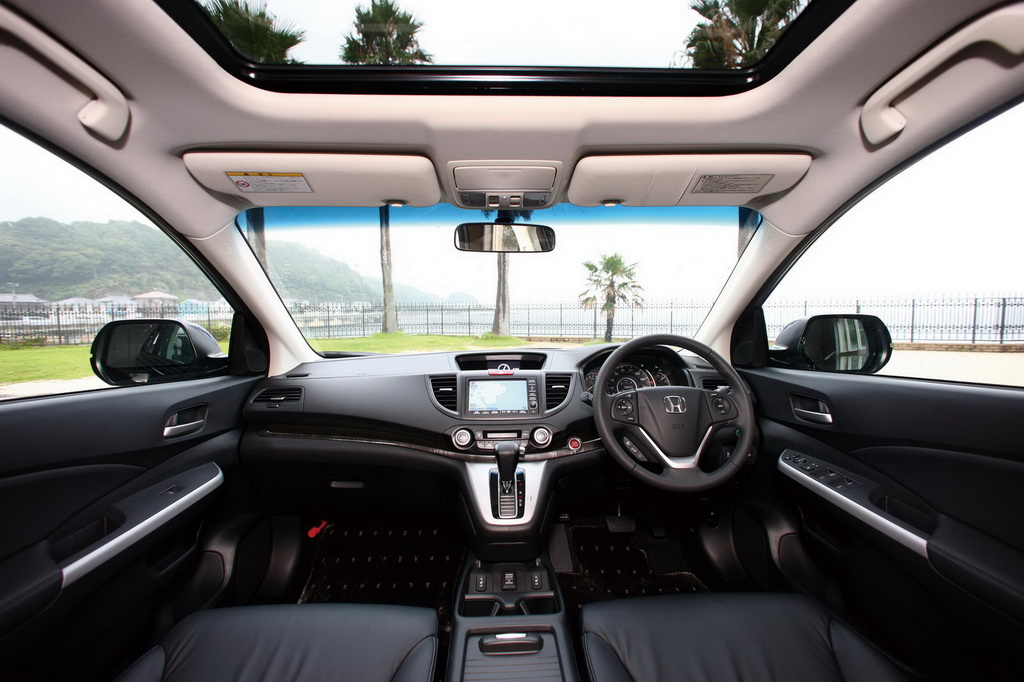 With an interior that matches the beauty of the swooping exterior lines, the cabin of the Honda CR-V 4WD is luxurious.