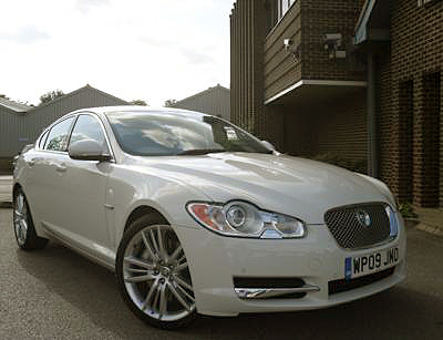 Once again, with the Jaguar XF 3.0d, the British manufacturer has created a visually stunning masterpiece.