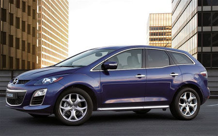 The Mazda Cx-7 Diesel Sports in the very attractive Stormy Blue paint finish.