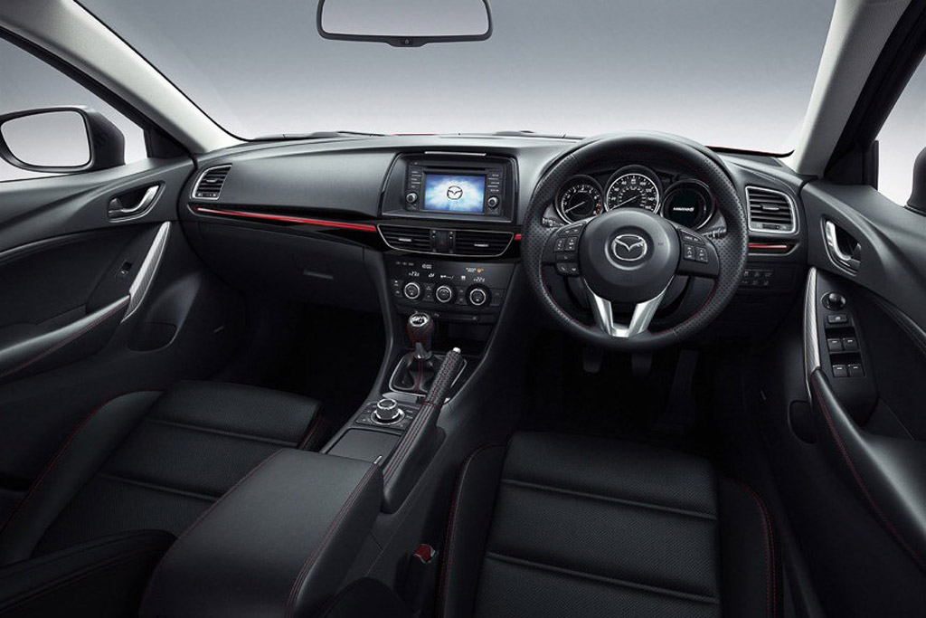 Not just the exterior of the Mazda6 Wagon looks good. Slip into the elegant interior and you'll be well looked after.