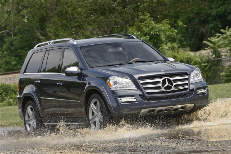 In the Mercedes-Benz GL-Class, offroading doesn't mean roughing it.