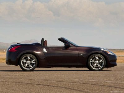 The Nissan 370Z Roadster is designed to stick firmly on the road and look good doing it.
