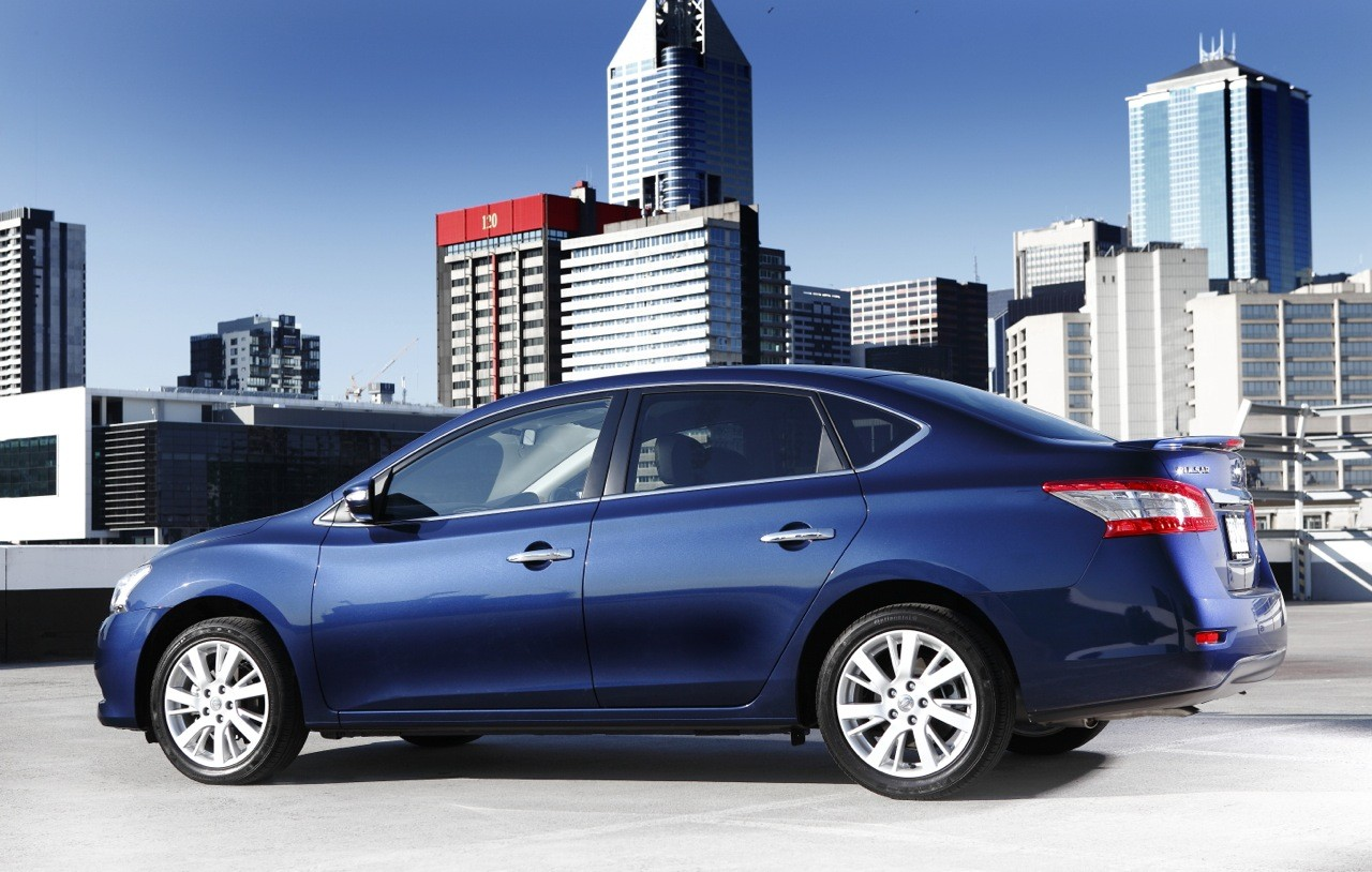 To look at, the sedan lines flow sweetly over the cars bodywork. Triangular headlamps and big, bold taillights set the new Nissan Pulsar Sedan well apart on the road.