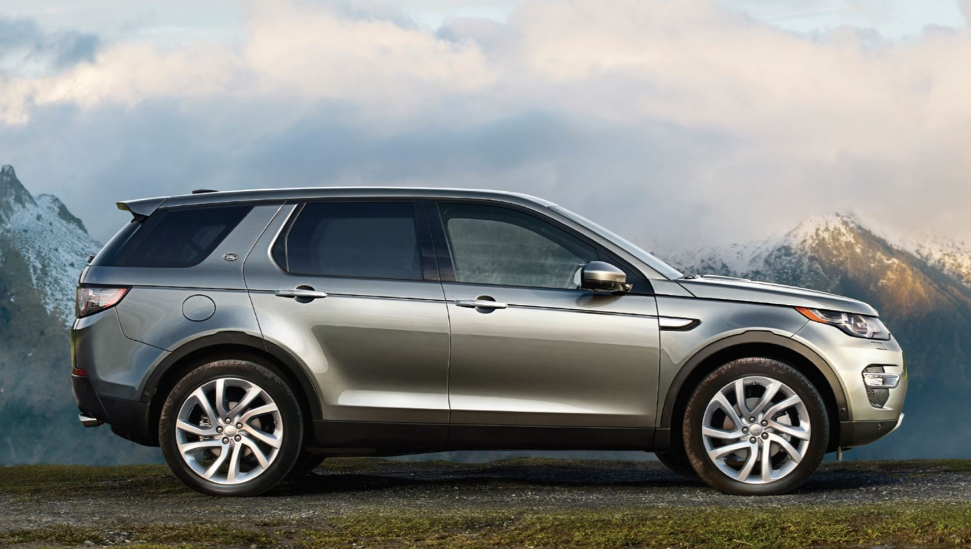 landrover previews vision rover sport price discovery and land disco concept
