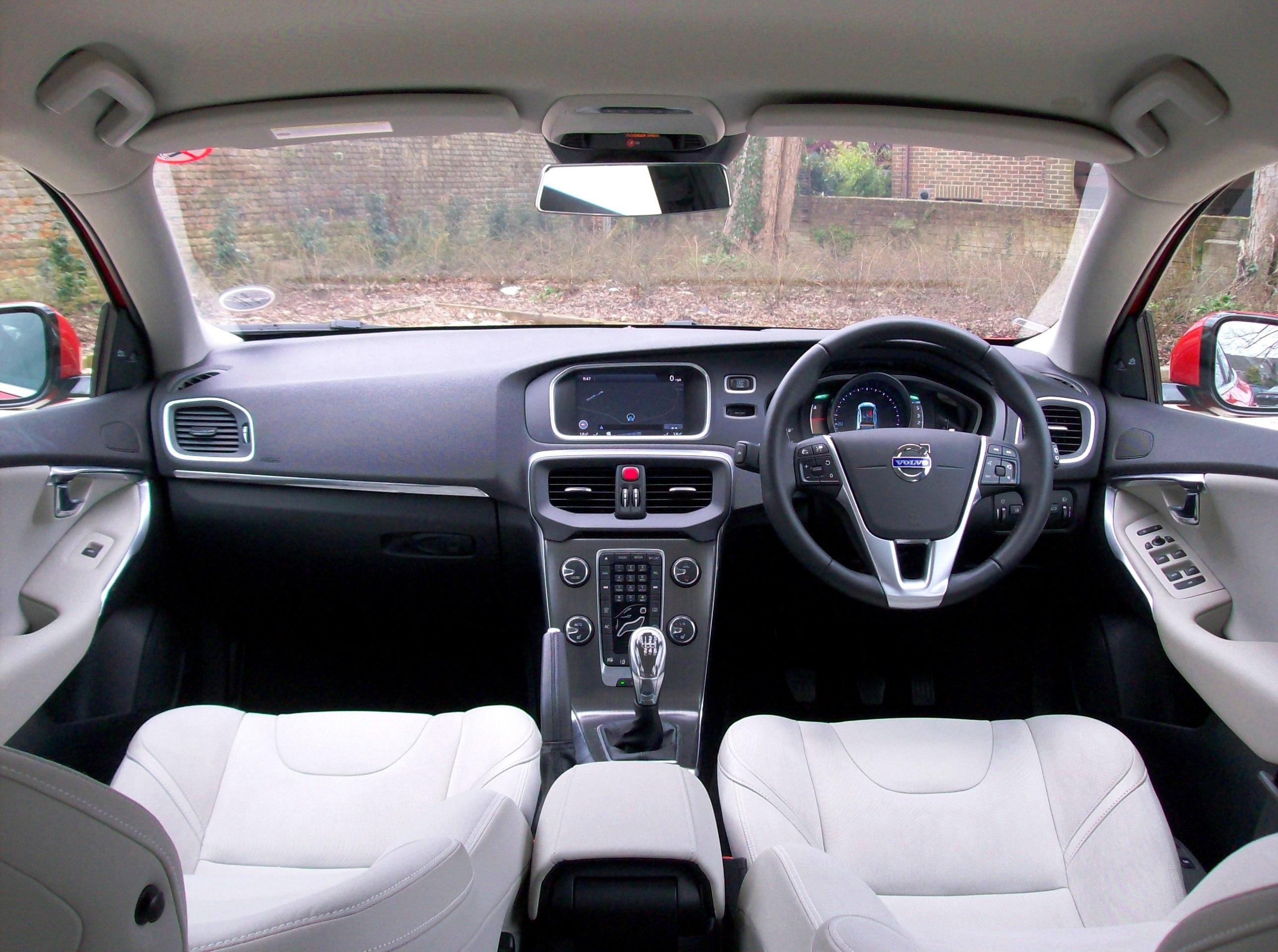 Volvo v40 diesel private fleet for Interior volvo v40