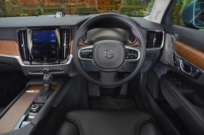 Volvo S90 D4 Interior